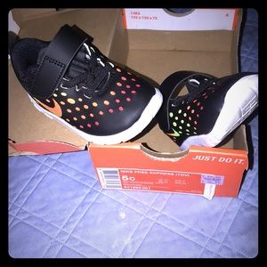 Nike black with bright colors size 5 grn  org ylw